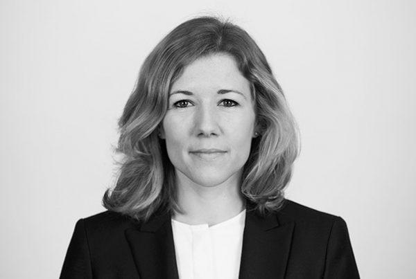 Dr. Julia Glocke